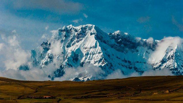 Apu Ausangate, vista del nevado desde el cerro arcoíris