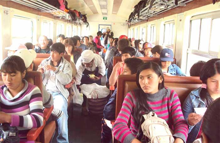 Tren local para peruanos